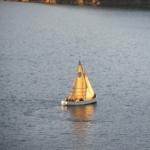 Bilde av en seilbåt på havet